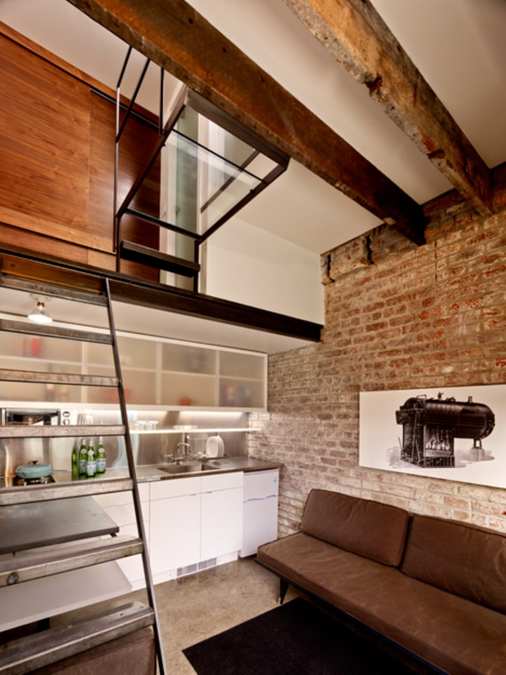 Modest Space becomes Impressive Guesthouse